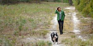 Woman-Wlaking-dog-to-reduce-stress